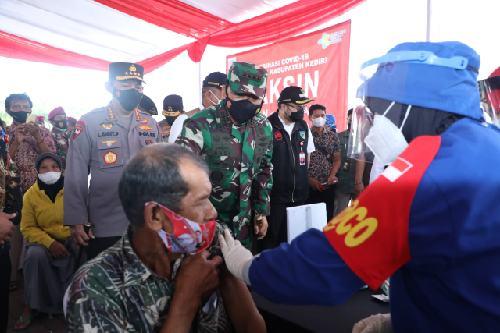 """Dukung Vaksinasi Covid-19, Panglima TNI: """"TNI-Polri terus bergerak percepat pencapaian Herd Immunity"""""""