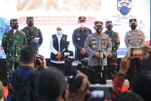 Tinjau Vaksinasi Massal di Kabupaten Lamongan, Panglima TNI dan Kapolri Dorong Penanganan Covid-19 Dimantapkan lagi
