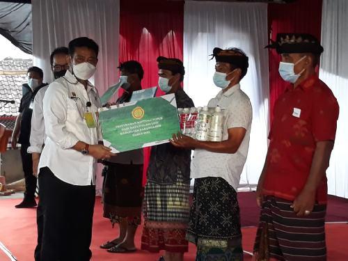 Serahkan Bantuan Pupuk Cair Hayati, Mentan RI Syahrul Yasin Limpo Minta Bali Jangan Tinggalkan Pertanian