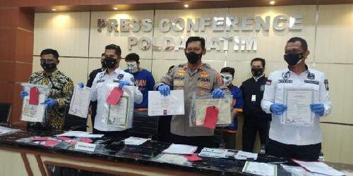Ditreskrimsus Polda Jatim Amankan Dua Pelaku Sindikat Pembuatan Ijazah Palsu, Ancaman Bui 12 Tahun