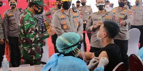 "Vaksinasi Massal Polda Jatim, Target 117.478 Orang, Kapolda Jatim: ""Sudah vaksin tetap patuhi prokes 5M"""