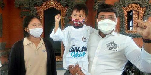"""AMP-Amanah Peduli Merakyat, Gus Adhi """"Amatra"""" Bagi-Bagi Paket Ikan Segar, Cegah Stunting dan Gizi Buruk"""
