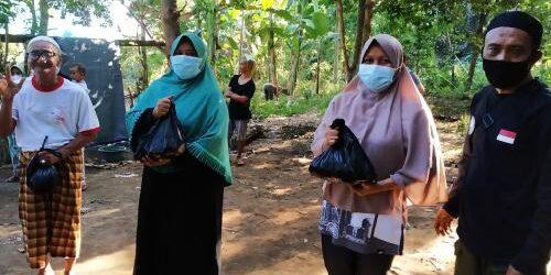 Sembelih 28 Ekor Hewan Kurban, KPw BI Bali Bagikan 810 Daging Kurban kepada Warga Terdampak PPKM