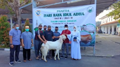 Utamakan Prokes Ketat, Lanal Denpasar Potong 13 Ekor Hewan Kurban di Idul Adha 1442 H