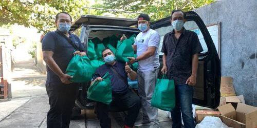 Kominfosanti Buleleng Berbagi, Salurkan 62 Paket Sembako Bagi Warga Terdampak Covid-19