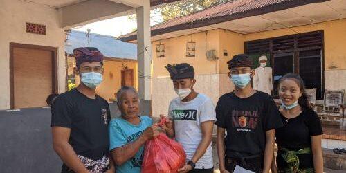 Solidaritas Tanpa Batas, STT Yowana Dharma Satya Pumahan Salurkan Paket Sembako Bagi Warga Kurang Mampu