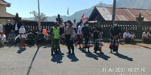 Babinsa Awasi Ketat Upacara Ngaben di Kintamani