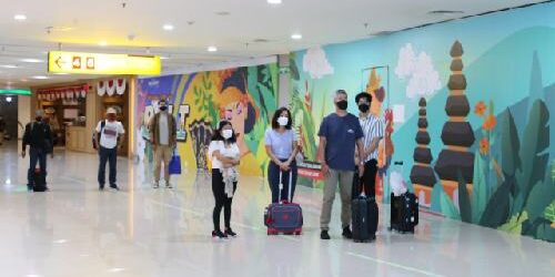 """Detik-Detik Proklamasi Kemerdekaan RI ke-76 di Bandara Ngurah Rai, Aktivitas """"Jeda"""" Sejenak Beri Penghormatan"""