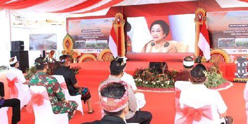 """Hadir di Peletakan Batu Pertama Pembangunan Pelindungan Kawasan Suci Pura Besakih, Megawati Soekarnoputri: """"Tolong dipelihara seluruh kawasan ini, didik rakyat untuk kebersihan"""""""