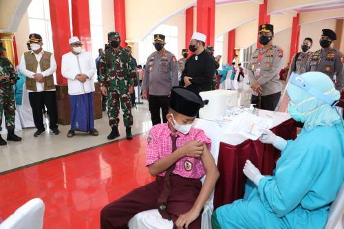 Panglima TNI Tinjau Gerai Vaksin TNI-Polri di Malang, Siapkan 12 Ribu Dosis Vaksin Covid-19