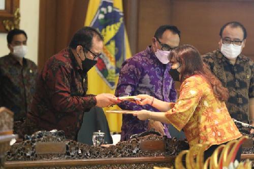 Pandangan Umum Fraksi DPRD Bali terkait Raperda Perubahan APBD Semesta Berencana TA 2021