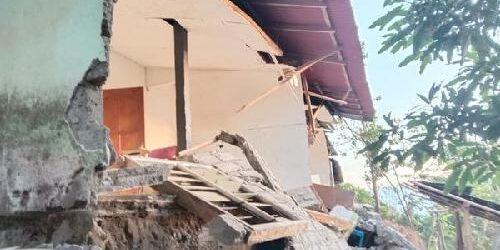 Fisip Unud Bantu Korban Gempa di Desa Ban